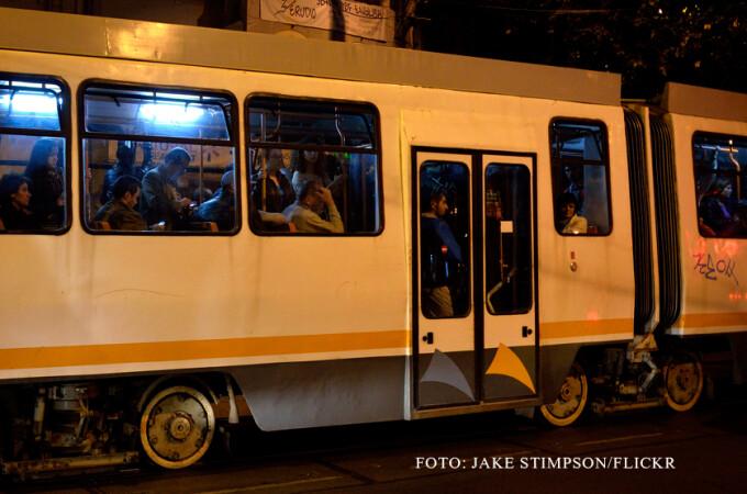 RATB, tramvai aglomerat noaptea in Bucuresti, FOTO FLICKR