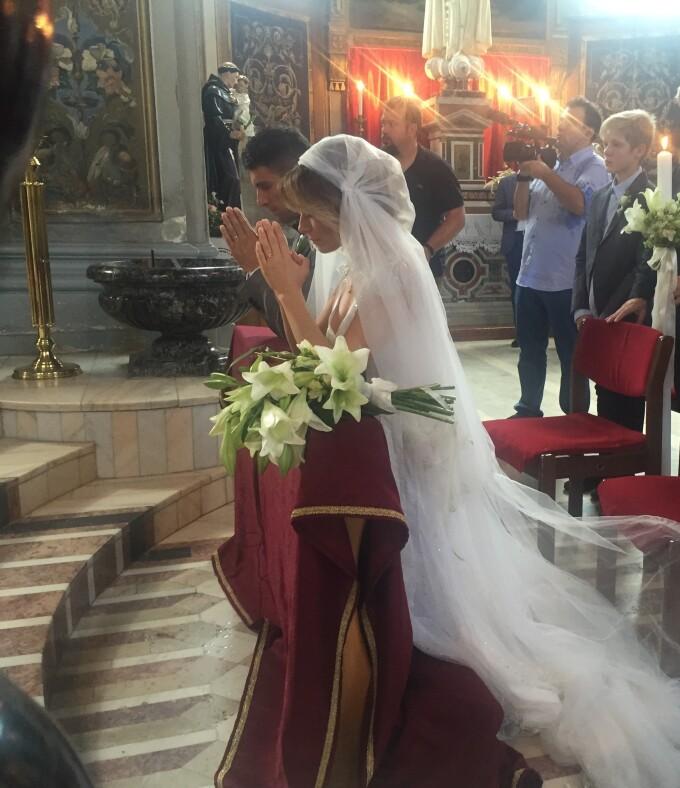Laura Cosoi S A Casatorit Religios Cat De Frumoasa A Fost Vedeta In