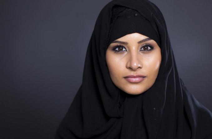 Nisa: Poliţiştii au obligat o musulmană să se dezbrace de burkini