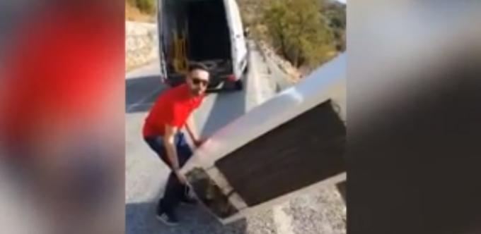 Lecția despre reciclare primită de un bărbat care și-a aruncat frigiderul într-o prăpastie