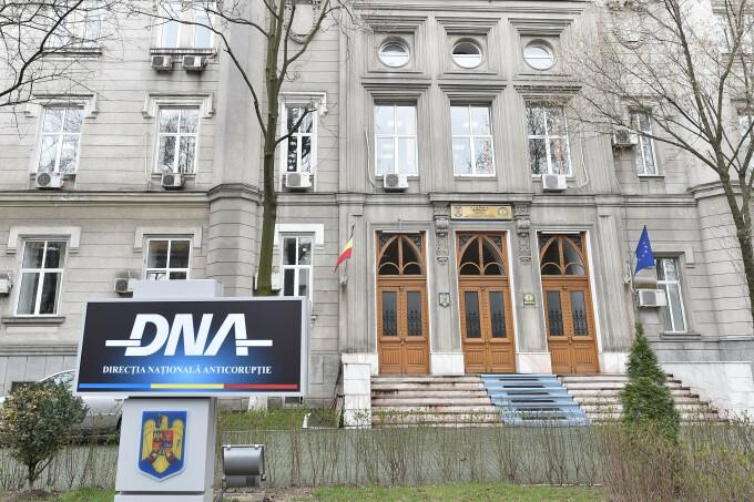 DNA: Inspectori vamali trimişi în judecată. Ce acuzații li se aduc