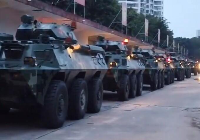 Blindate trimise de China la granița cu Hong Kong - 4