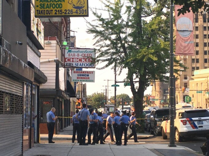 Maii mulți polițiști au fost răniți, în Philadelphia, în urma unui schimb de focuri