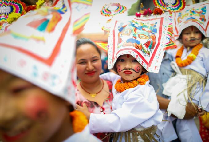 Paradă la un festival din Nepal, dedicat persoanelor dragi care au decedat