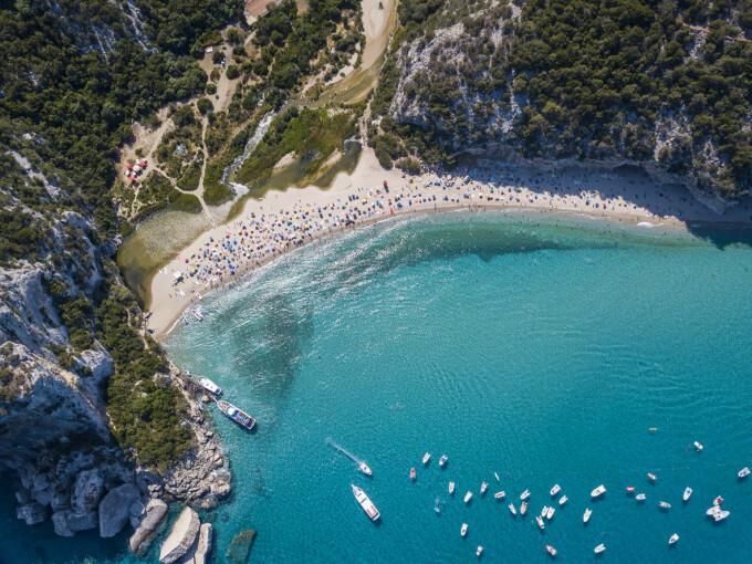 Ce riscă un cuplu care a furat nisip de pe o populară plajă din Italia - 3