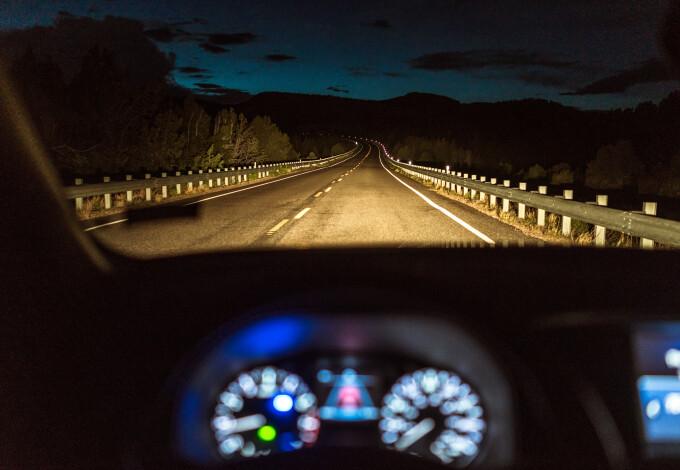 Masina pe autostrada