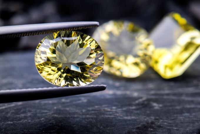 Căuta pe YouTube cum să găsească diamante. La scurt timp a văzut ceva strălucitor