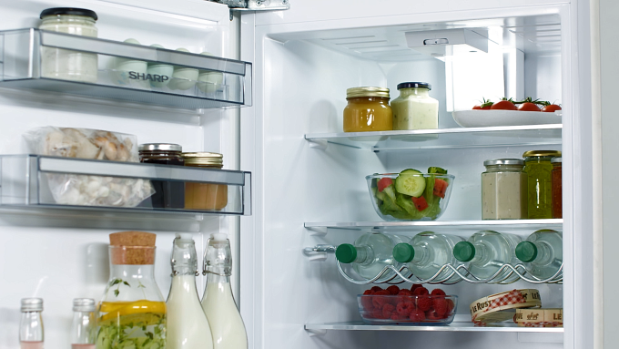 (P) Ghid SHARP: Cum aleg frigiderul potrivit pentru locuință?