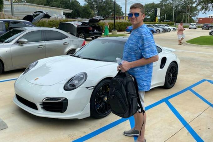 Și-a cumpărat un Porsche cu un cec printat la calculatorul de acasă