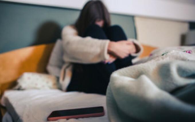 Copilă de 10 ani din Suceava, abuzată sexual de tată, unchi și prietenul ei