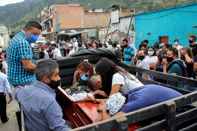 9 tineri ucisi intr-un atac aramat în Columbia - 3