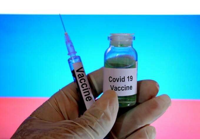 Bătrânii, chemați să testeze un vaccin împotriva COVID-19 în UK