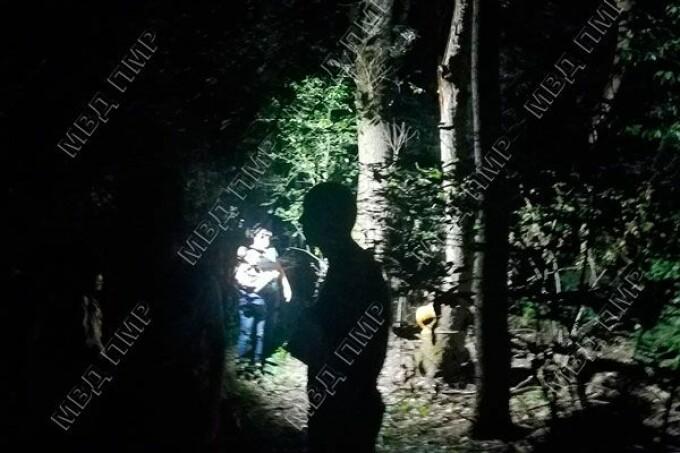 Caz îngrozitor în Moldova. Copil de 14 ani, bătut cu bestialitate și lăsat să moară în pădure, legat de un copac