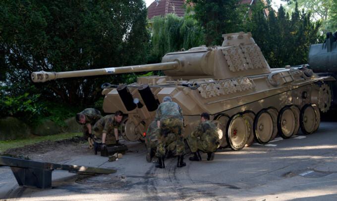 Tanc Panther confiscat de la un german
