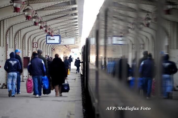 calatori, gara, tren, pasageri