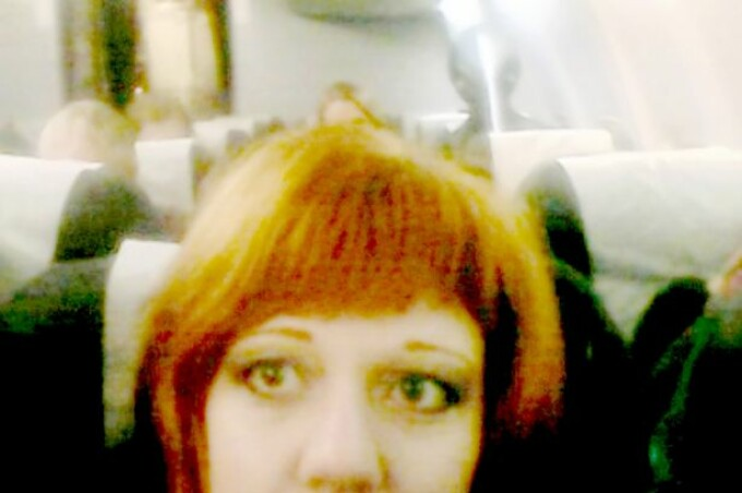 femeie avion