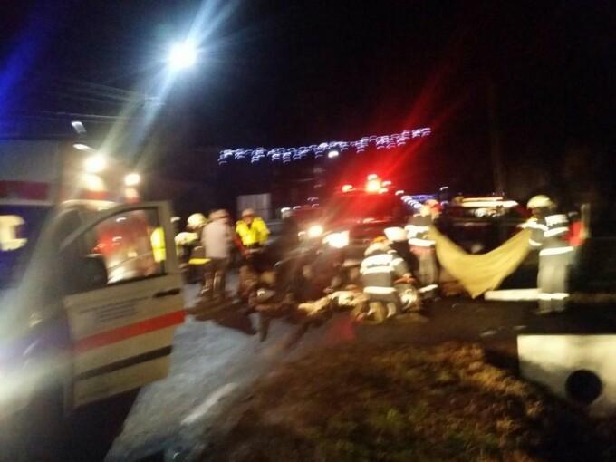 Accident grav între 2 autoutilitare, la Călimăneşti. Un şofer a murit pe loc
