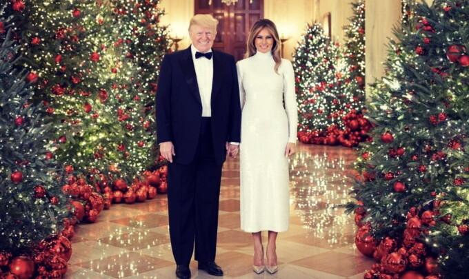 Melania și Donald Trump, în fotografia oficială de Crăciun