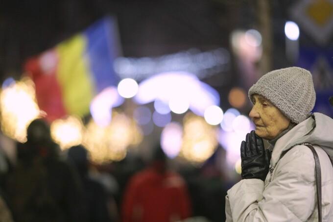 Sute de persoane au mărșăluit în București în memoria victimelor Revoluției din