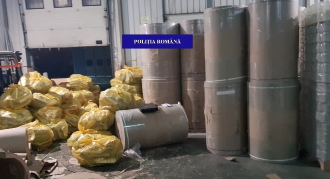 Aproape 5 milioane de țigări de contrabandă, ascunse în role de hârtie, la Borș - 4
