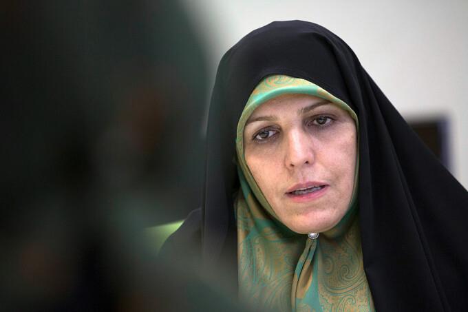 Fostă vicepreședintă din Iran, condamnată la 30 de luni de închisoare. Infracțiunile de care este acuzată