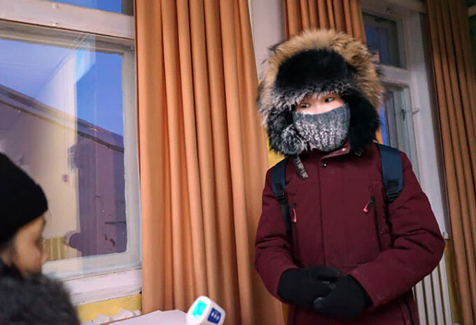 Elevii care învață la -51 de grade Celsius. Când se suspendă cursurile în localitățile din Siberia