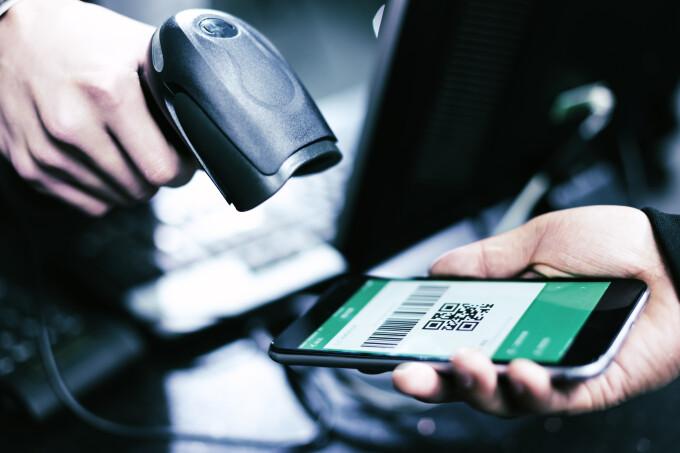 Pașaportul de imunitate ar putea fi introdus sub forma unei aplicații în Marea Britanie. Pe ce se bazează