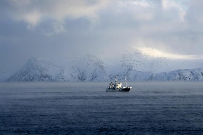 O navă de pescuit rusească s-a scufundat în Marea Barents. 17 persoane sunt dispărute