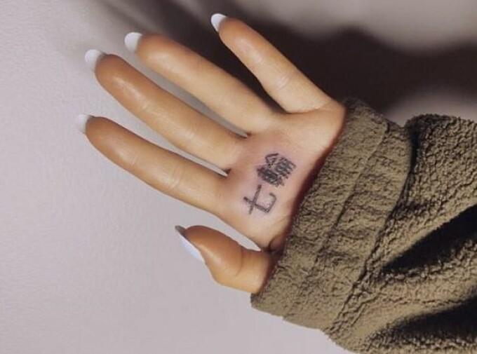 ariana grande, tatuaj, japoneza,
