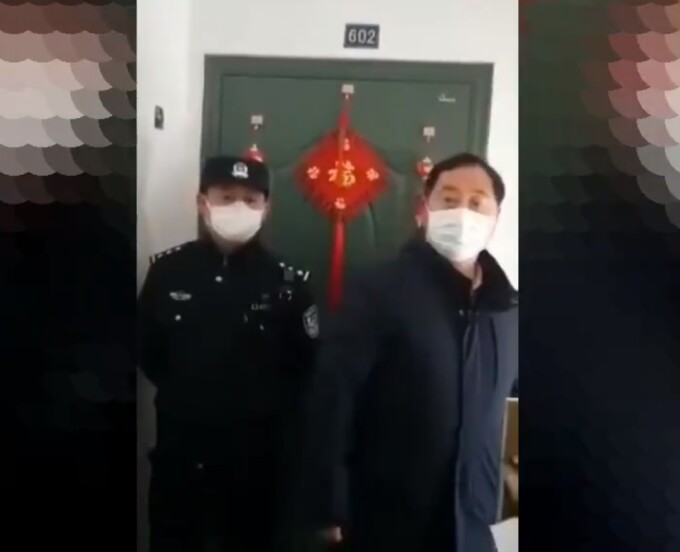Oameni din China inchisi cu lanturi in case