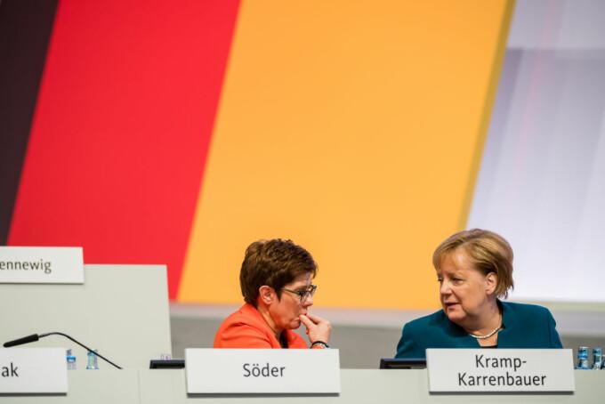 Annegret Kramp-Karrenbauer și Angela Merkel