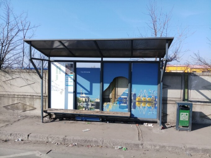 Staţii de autobuz vandalizate de un minor, în Galați