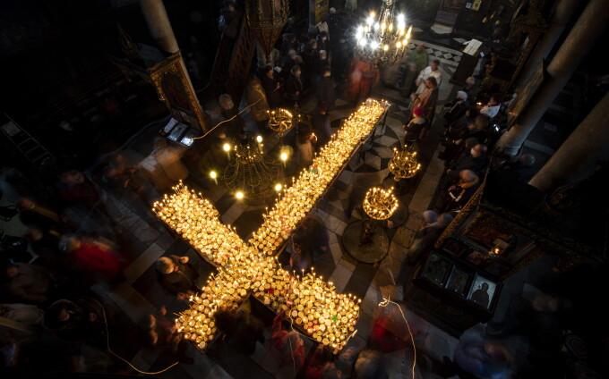 Miere sfințită care vindecă Covid-19, oferită de preoți în Bulgaria. Jumătate dintre bulgari, reticenți la vaccin
