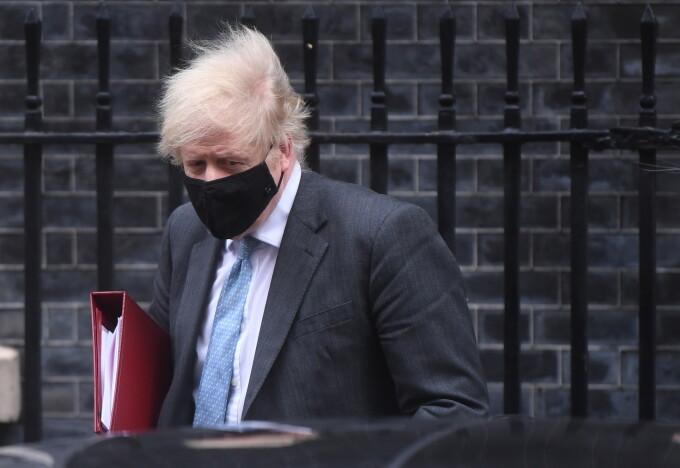 Boris Johnson avertizează că vaccinarea anti-COVID devine sezonieră