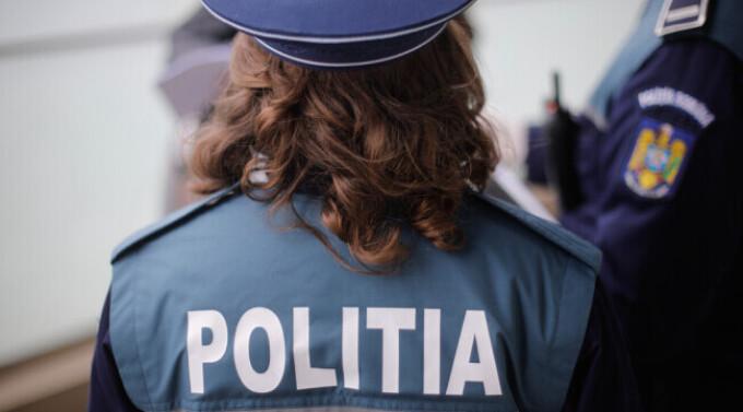 Polițista care s-a ales cu mașina distrusă de o femeie pe care a întrerupt-o dintr-o partidă de amor, despăgubită de stat