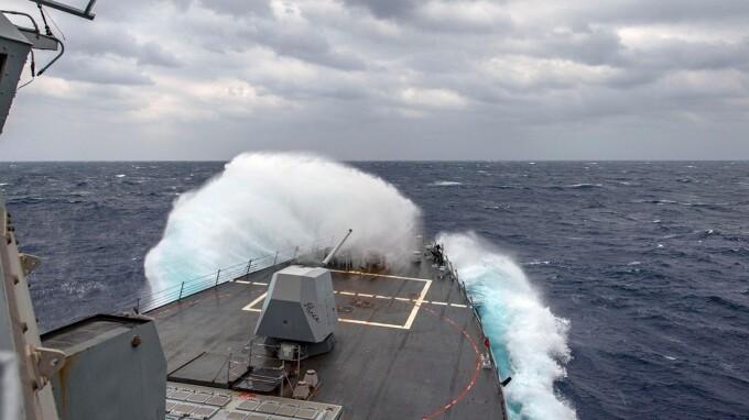 """Un bărbat a stat 14 ore în Oceanul Pacific, """"agățat de gunoiul din apă"""""""