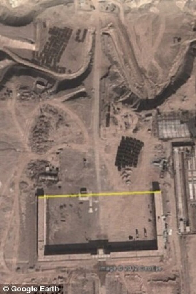 cladiri in desertul din China, Google Earth