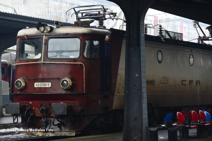 tren, calatori, gara