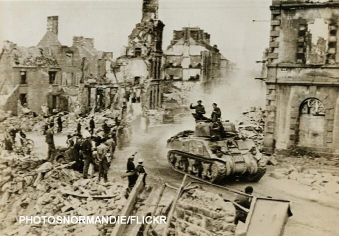 Franta 1944 tanc american printre ruine