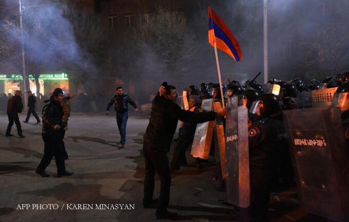 proteste in fata consulatului rus din Ghiumri, Armenia