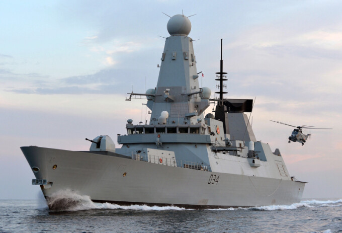 distrugatorul britanic HMS DIamond