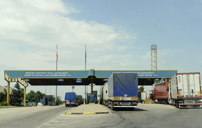 Mai multe tiruri asteapta sa treaca de Punctul de Frontiera Ruse - Giurgiu