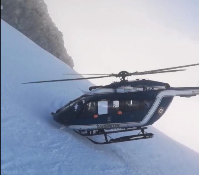 Elicopter in zapada