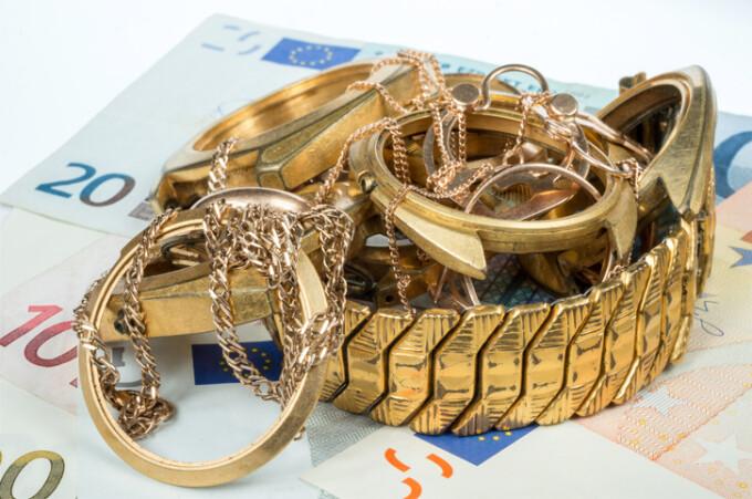 bani si bijuterii