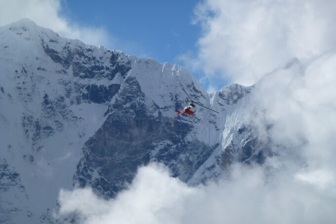 Elicopter in munti