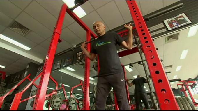 Povestea unui bărbat care a devenit campion la ridicat greutăți la 75 de ani - revistafoto.ro