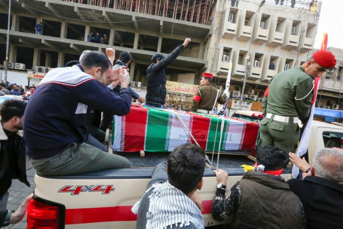 Procesiune funerată la Bagdad