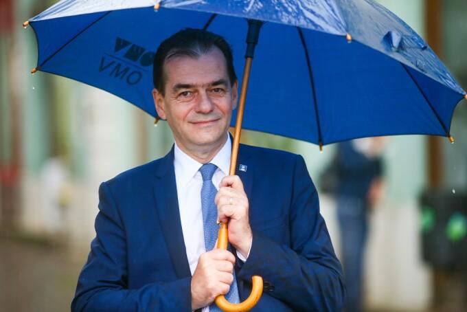 Ludovic Orban cu umbrela