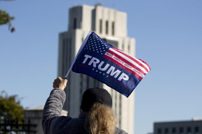 Donald Trump, steag