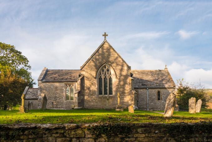 Patru bărbați, arestați în Marea Britanie după ce au furat plumb de pe acoperișurile unor biserici